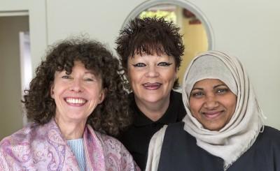 Charlotte Edman och Micasavärdarna Ann Kristiansson och Rezina Yesmin jobbar alla på Samhall.